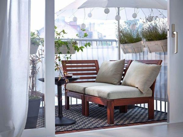 Balkongestaltung Holzmöbel Sessel Sitzauflage Polster