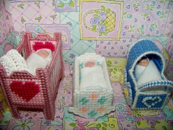 Einrichtung für das Puppenhaus kann man sogar selber stricken
