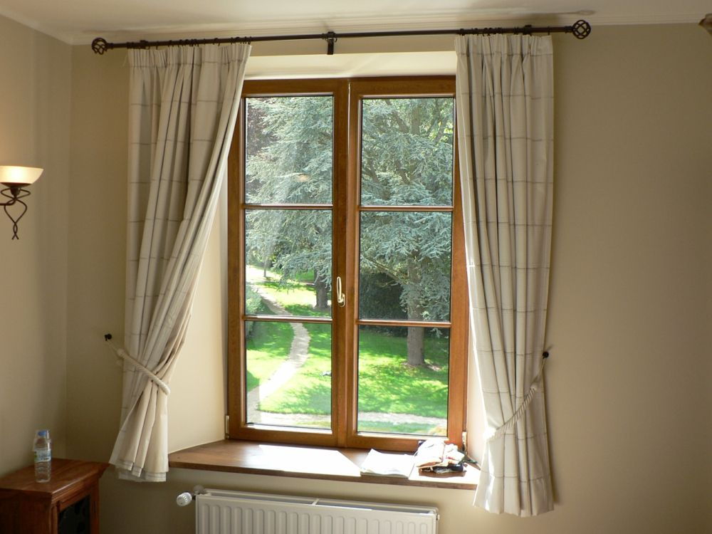 Fenster mit Stoff dekorieren - Trendomat.com