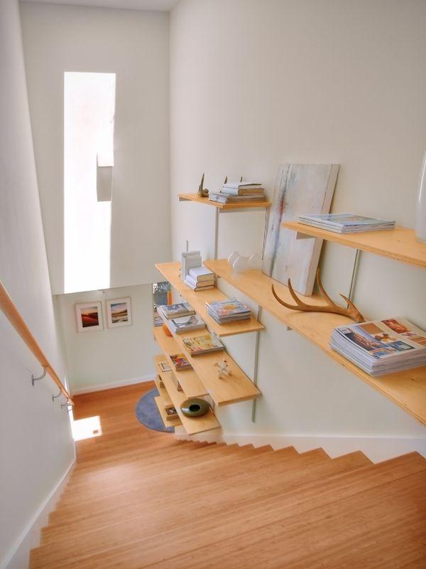 das frei schwebende wandregal und dessen zahlreichen. Black Bedroom Furniture Sets. Home Design Ideas