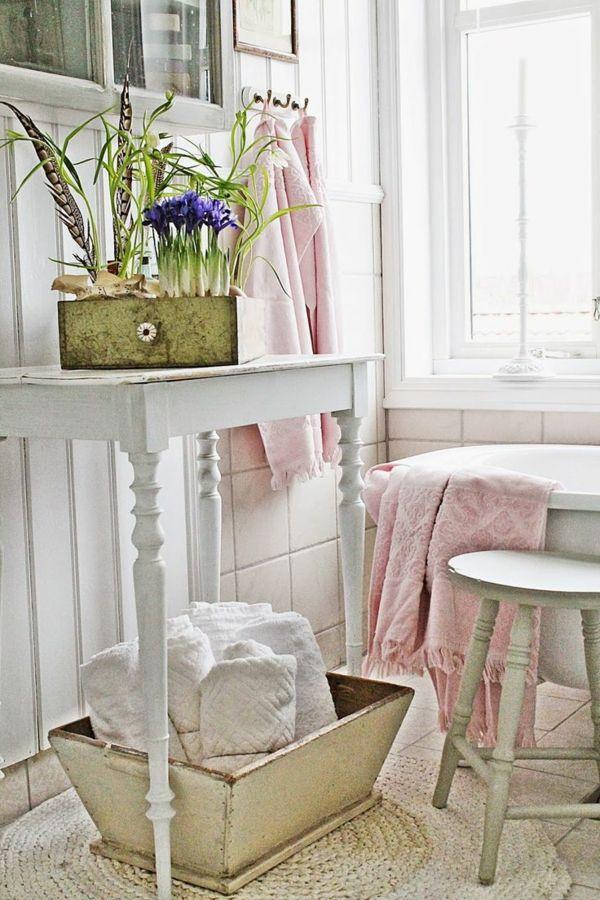 Frühlingshafte Dekorationen im Badezimmer