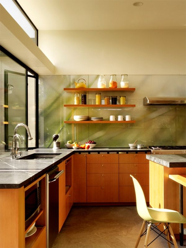 Frei schwebende Wandregale Holz Küche Glaswand