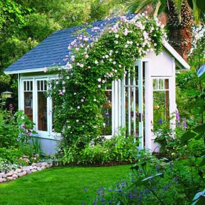 Gewächshaus Hinterhof großzügig Fenster Kletterrosen