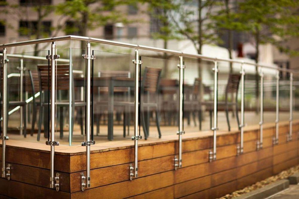 Glasgeländer Terrasse Stäbe Edelstahl verglast