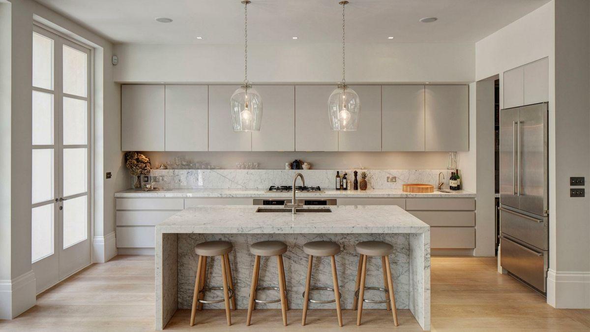 Küchengestaltung modern Marmor Kochinsel Küchenrückwand