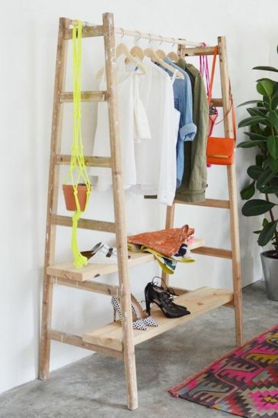 Kleideraufbewahrung Holzleiter Holzbretter DIY
