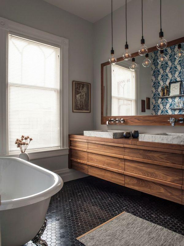 Klein Bad gestalten Holzfronten Mosaikboden