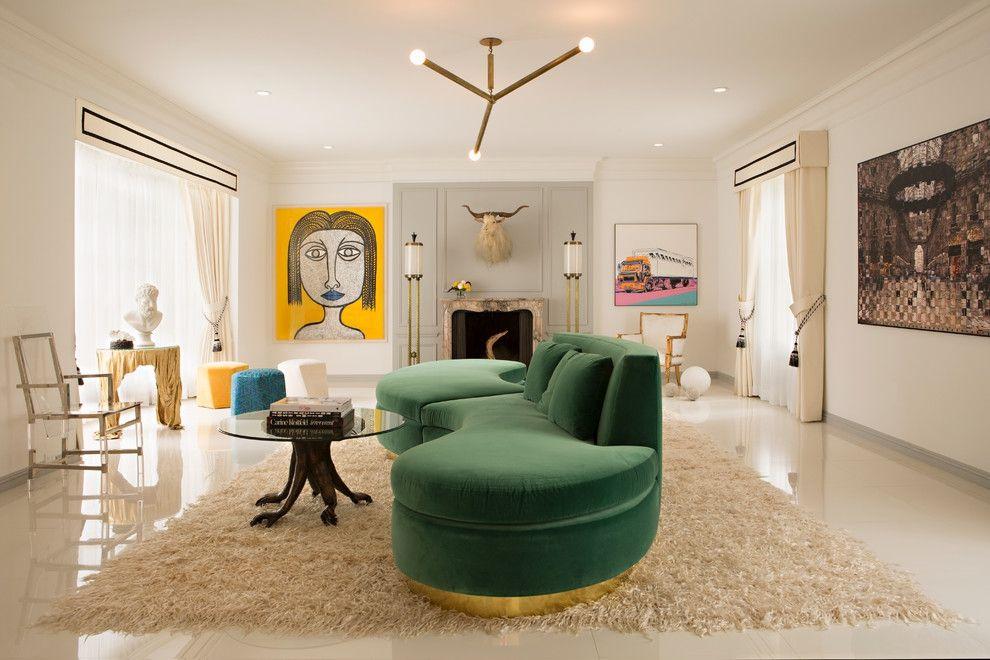 Kreativ gestaltet Wohnzimmer grünes Nierensofa