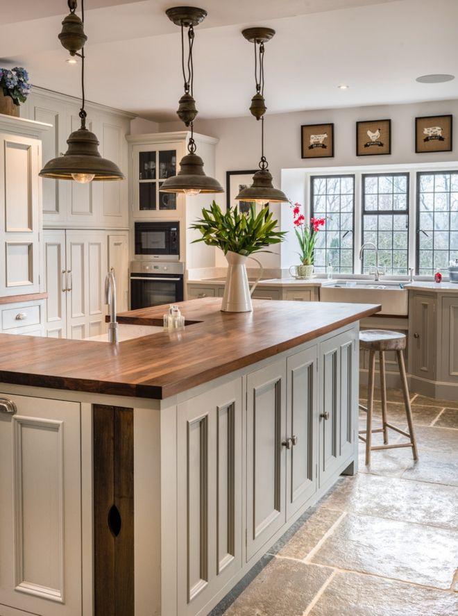 Landhausküche Kochinsel Pendelleuchten industrieller Stil