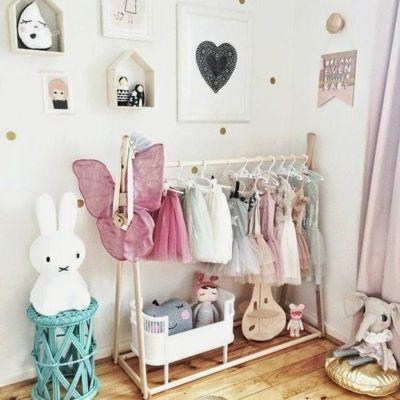 Raumgestaltung Ideen Mädchen offen Kleiderschrank