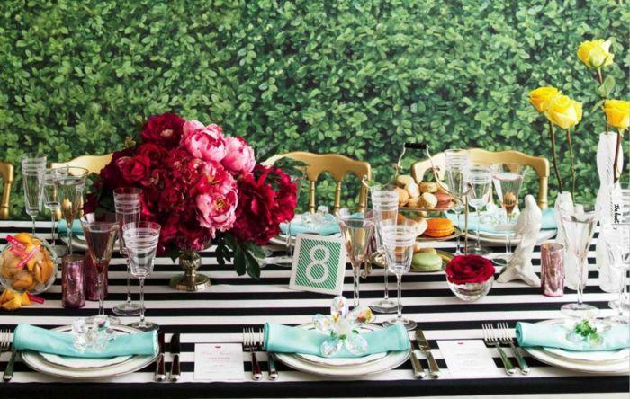 Tischdeko Schnittblumen trendy gelbe Rosen Pfingstrosen französische Macarons