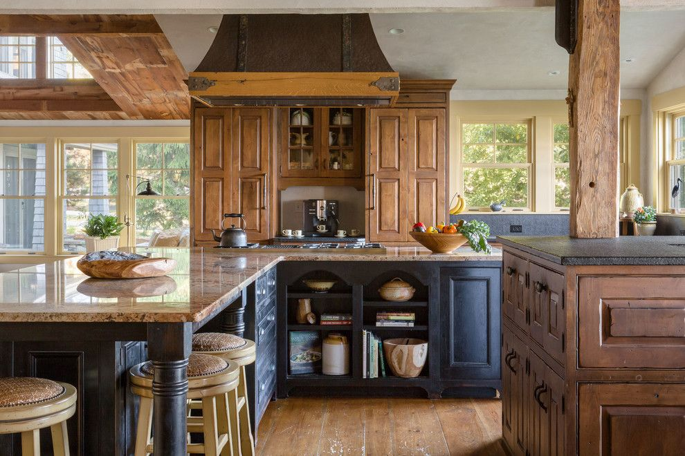 Traditionell Landhausküche groß Arbeitsplatten
