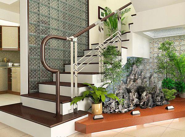 Zimmerpflanzen Fernen unter Treppenhaus arrangieren