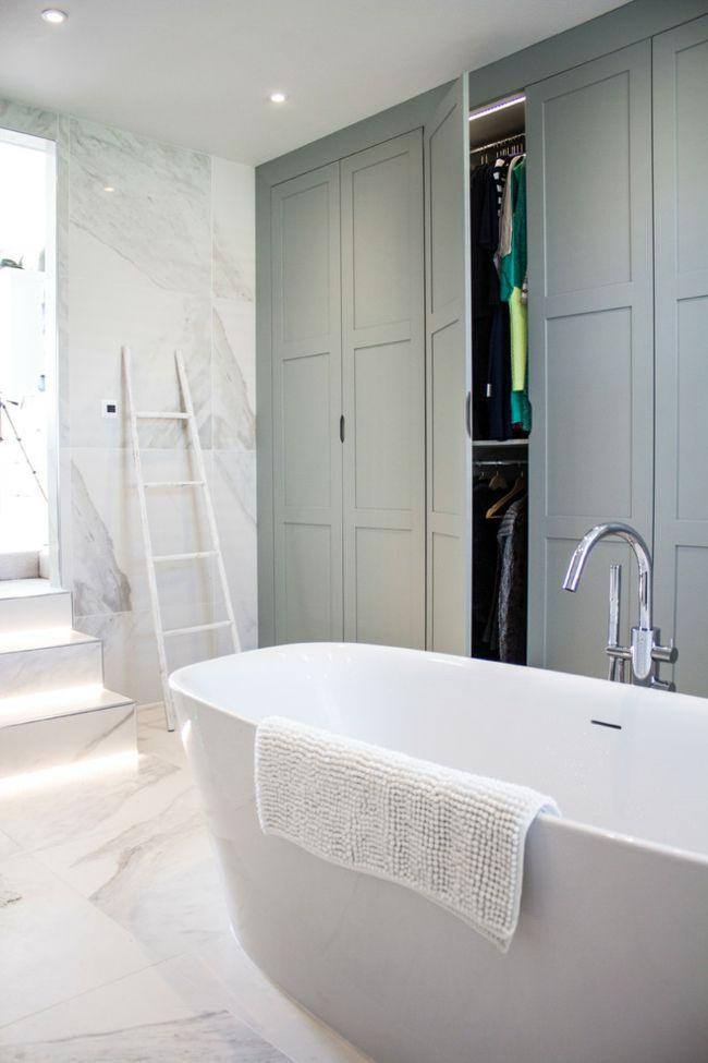 Badewanne weiß Einbauschrank grau Bad Aufbewahrung