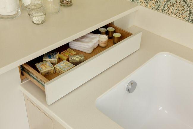 Badezimmer Badewanne Schublade Keramik Interieur Weiß
