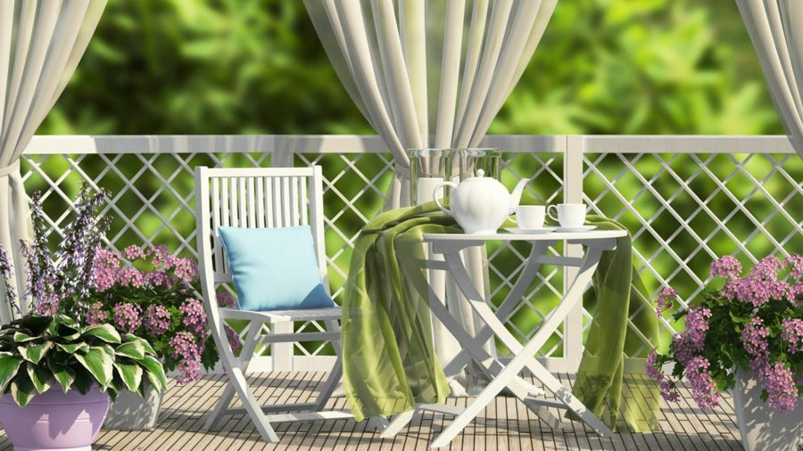 Blickdichte Vorhänge auf dem Balkon verleihen Ihrem kleinen Outdoor Bereich eine gemütliche und romantische Atmosphäre