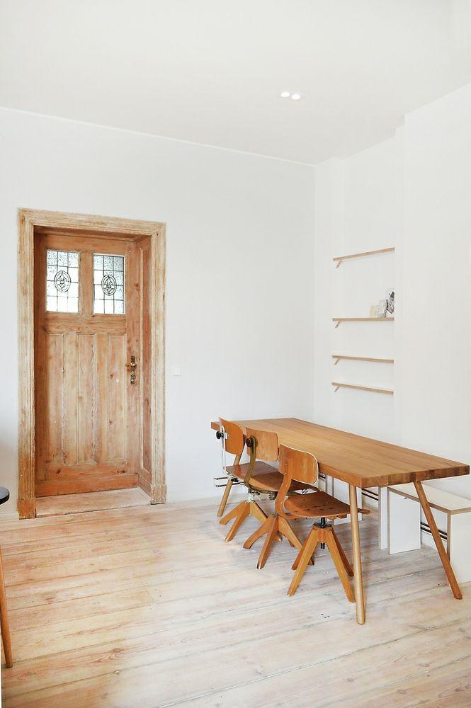 Berlin renoviert Shabby chic Industrialstil Designermöbel Holzboden Esstisch