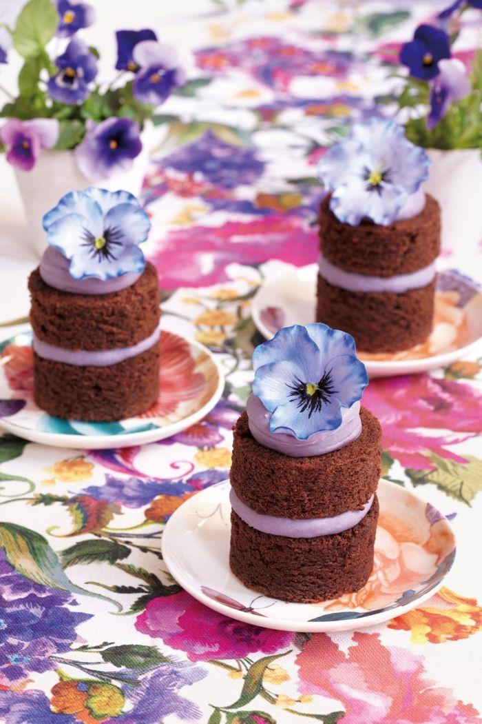 Blumenpracht auf dem Tisch