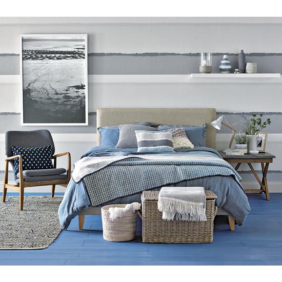 Einen dramatischen Meeres-Look mit starken Akzenten in Grau und Blau.