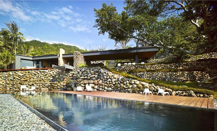 Designhaus Wohnidee Natur Stein Holz Pazifik Pool Garten