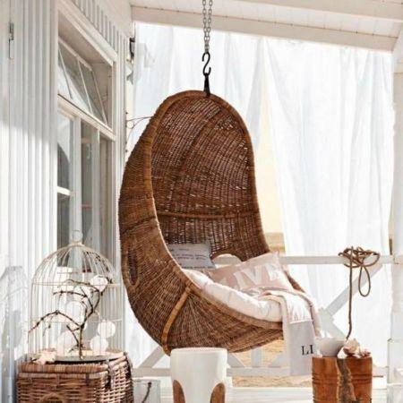 Der eiförmige Sessel ist ein trendiger Hingucker auf Ihrer Terrasse