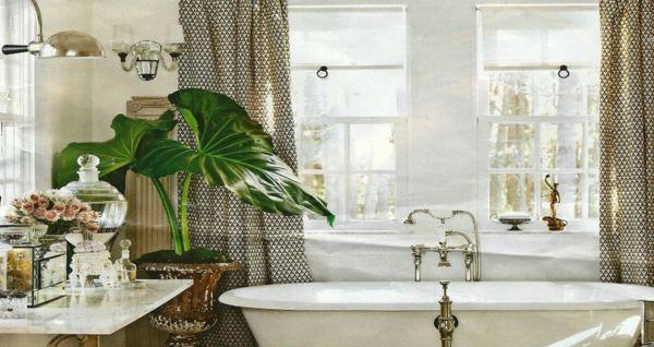 Gewächse und Töpfe passen gut zum Stil des Badezimmers