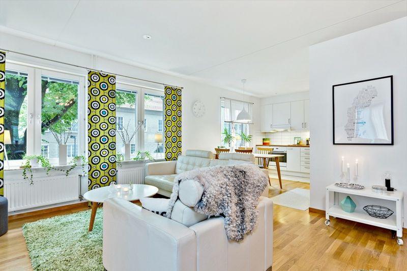 Grüne Stoffe aktivieren die Holzenergie im Wohnzimmer