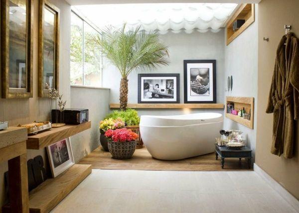 Große Pflanzen wie Palmen benötigen viel Platzt im Badezimmer