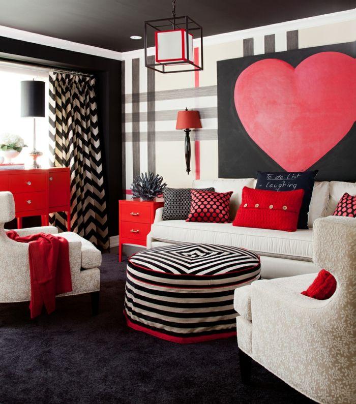Herzen als Wanddeko im Wohnzimmer