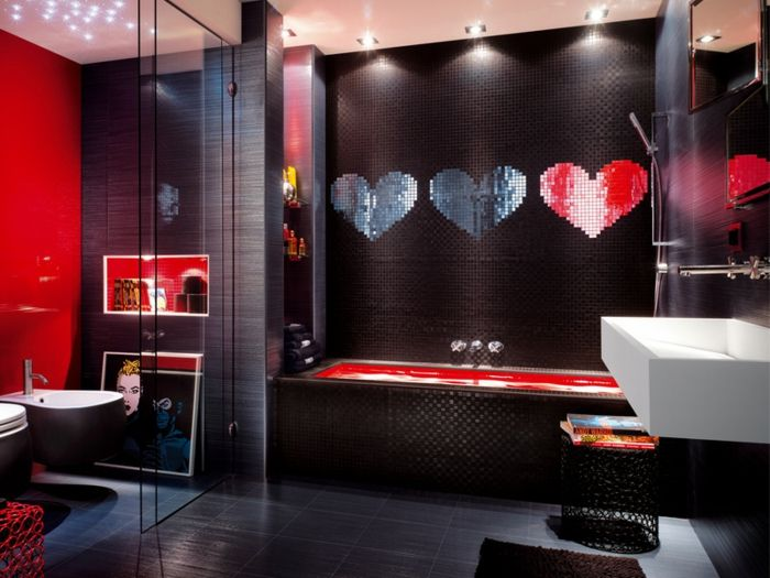 Herzen in dem Badezimmer