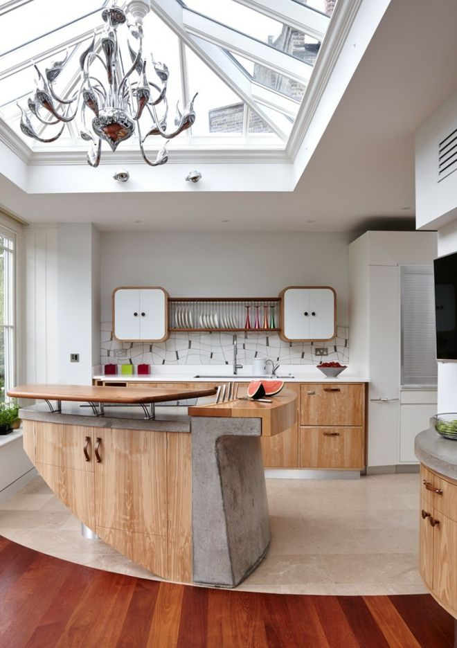 Küche Einrichtung kurvig Echtholz Beton klare Decke