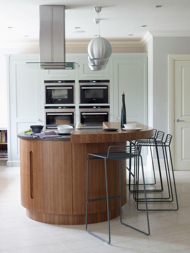Küche Einrichtung kurvig Insel Kücheninsel Barhocker weiß