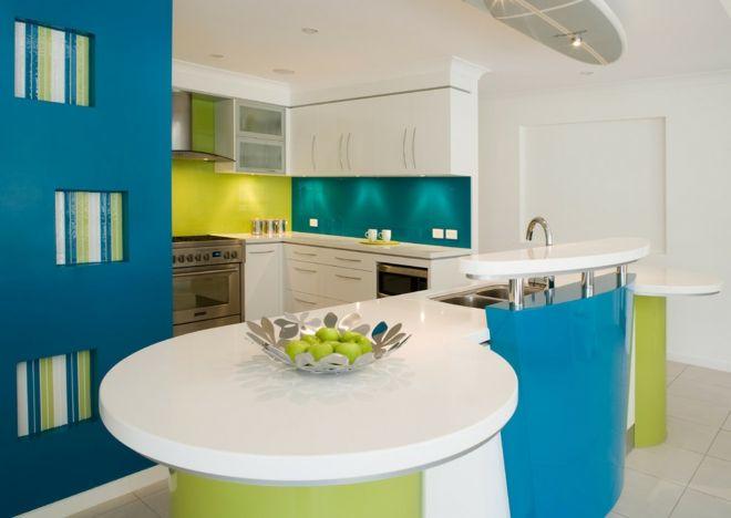 Küche Einrichtung kurvig Limette Aqua blau Theke Bar