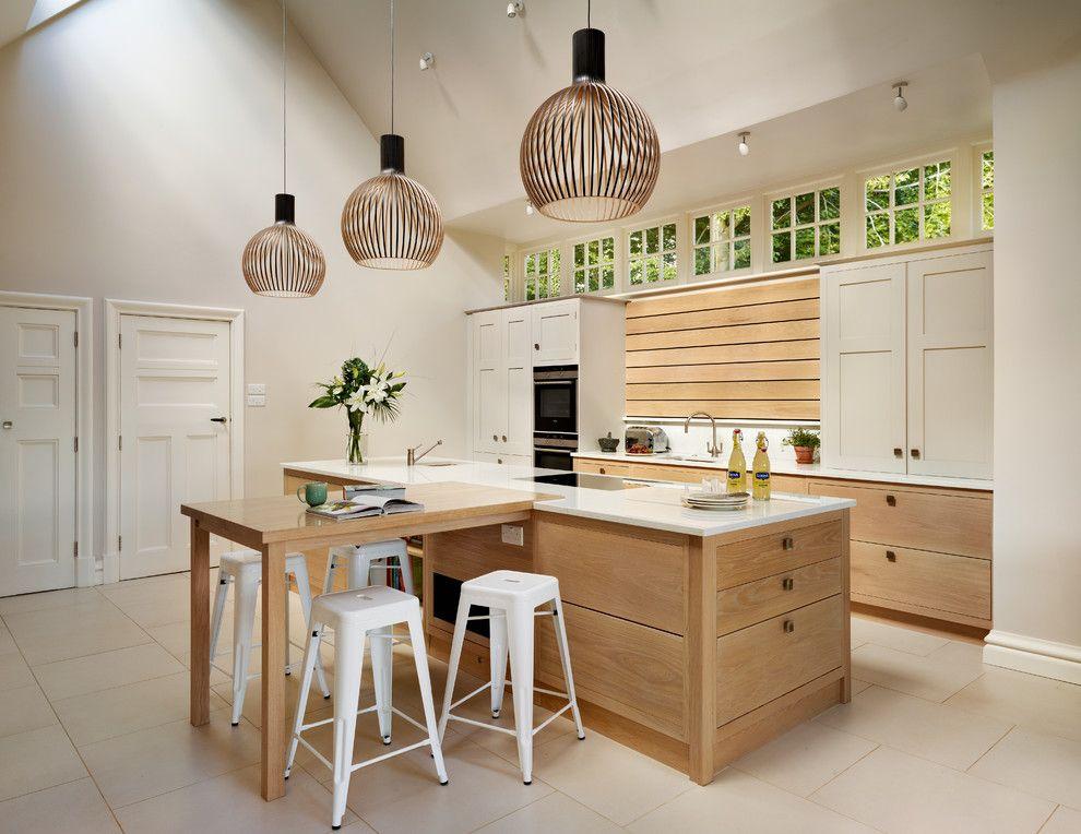 Küche Interieur Design Pendelleuchte Hängeleuchte Holz Schrank weiß