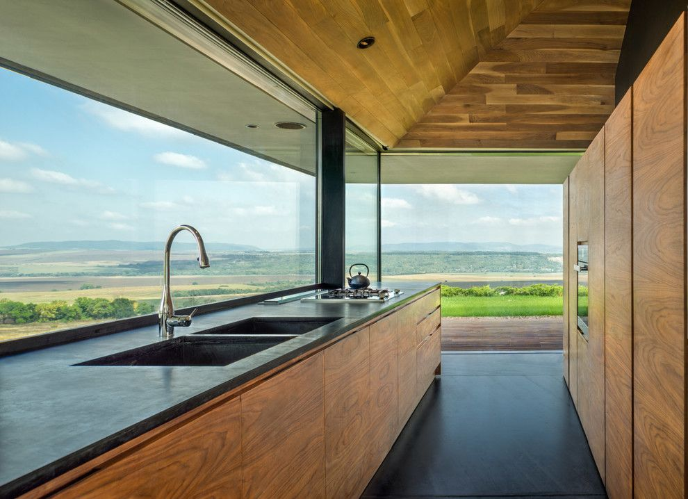 Küche Interieur Design herrliche Aussicht Holzoptik Waschbecken stillvoll modern schwarz