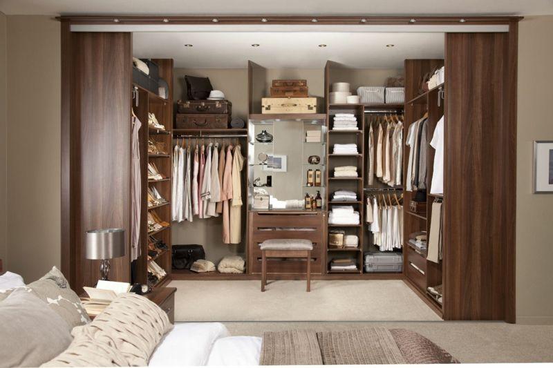 Kleiderschrank nach Maß hat's in sich - gutes Aussehen und individuelles Aufbewahrungssystem
