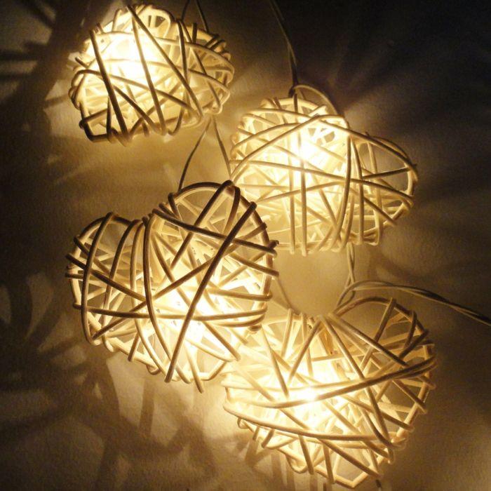Leuchte aus Ratan in Herzform