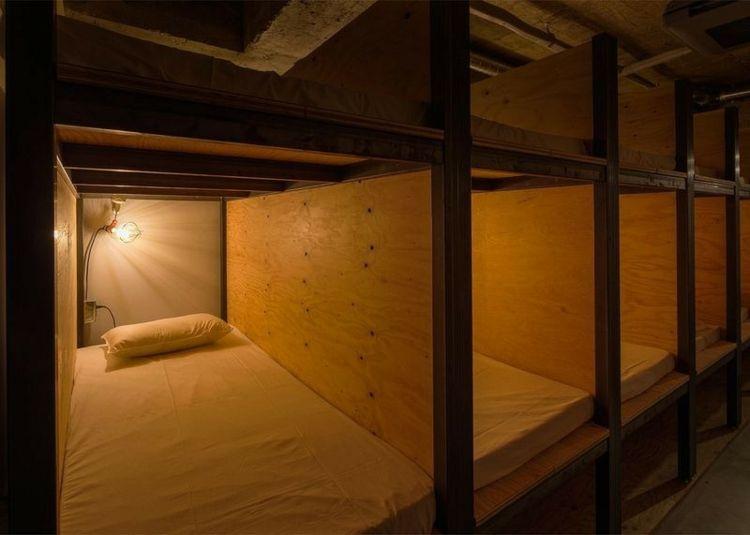 Modern Design Hostel Tokio Bibliotek Bücherregal Schlafkabine Etagenbett