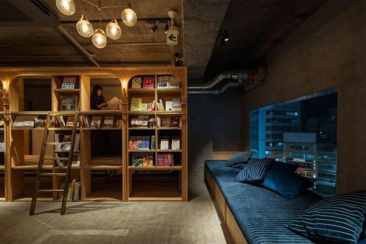Modern Design Hostel Tokio Buch inovativ Bibliotek navy-blau Bücherregal Polstersofa