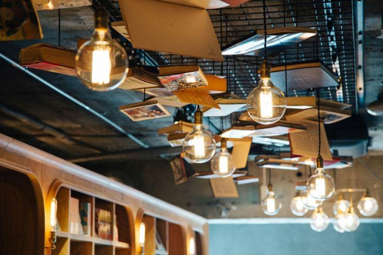 Modern Design Hostel Tokio Buch inovativ Bibliotek navy-blau Hängelampe Bücher Glühbirne