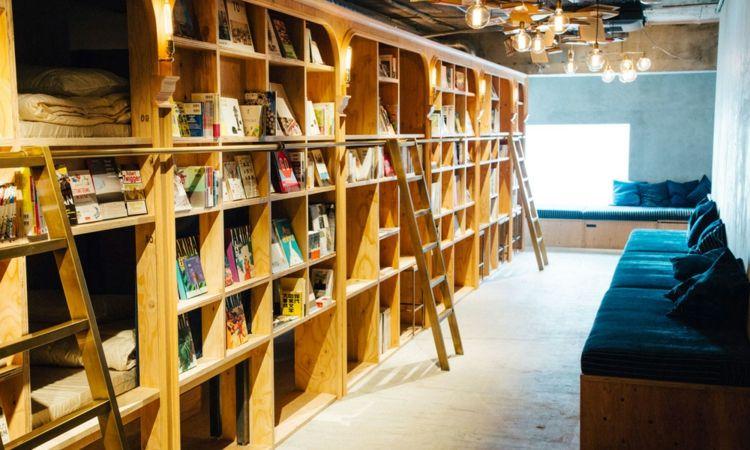 Modern Design Hostel Tokio Buch inovativ Bibliotek navy-blau Kissen Hängelampe