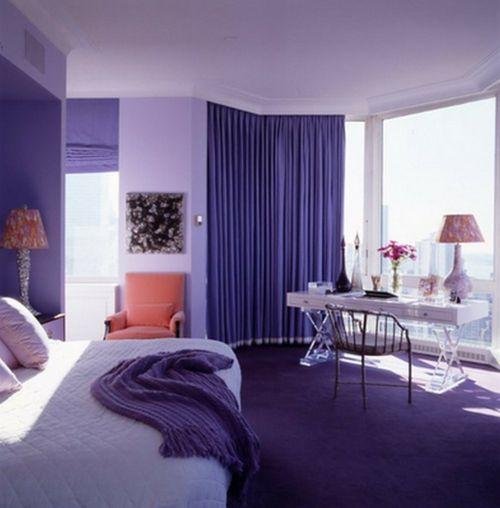 Schon wenige Accessoires in Violett regen die Leidenschaft der Einrichtung im Schlafzimmer an