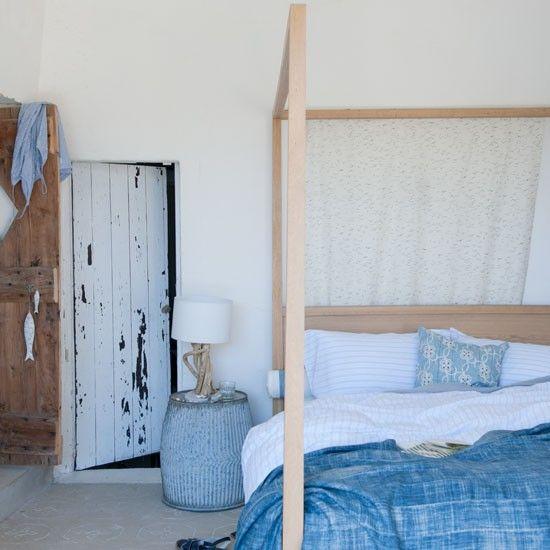 Treibholz als Dekoration – hie an der Tischlampe und der Zimmertür.