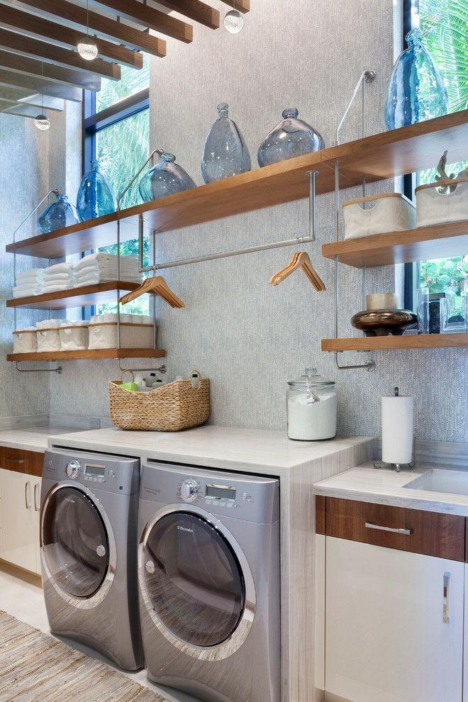 Wäscheküche Waschmaschine Inox Regale Gläser Bügel