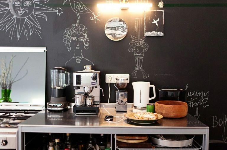 Wandgestaltung Wohnideen Design Kreidebrett Tafel schwarz Küchenplatte Malerei