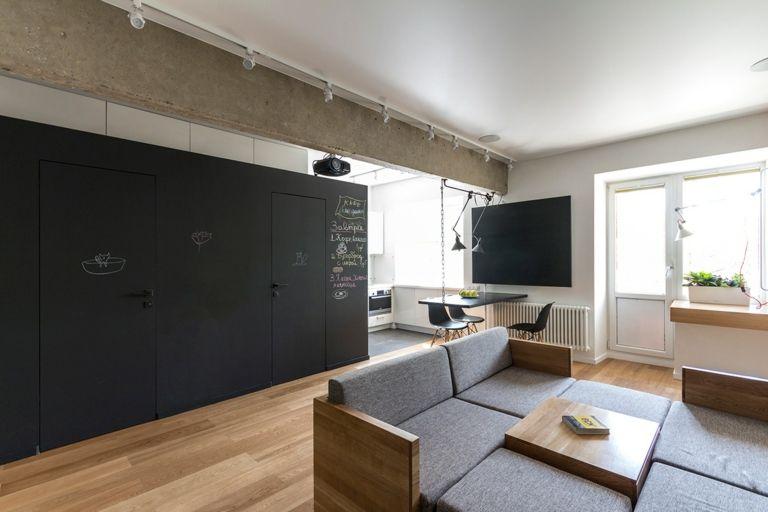 Wandgestaltung Wohnideen Design Kreidebrett Tafel schwarz Wohnzimmer Polstermöbel