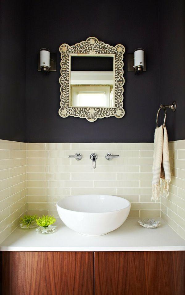 Waschtisch Toilletentisch Waschbecken modern Luxus schwarze Wand Ornamentrahmen Spiegel Wandleuchte Holz