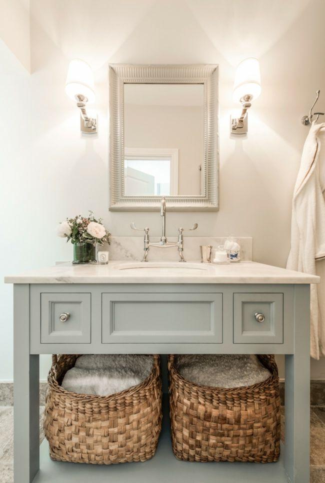 Waschtisch grau Körbe Bad Spiegel Wandleuchte