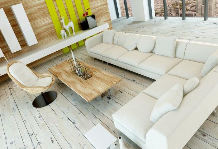 Weißer Dielenboden harmoniert mit dem weißen Soffa im Wohnzimmer