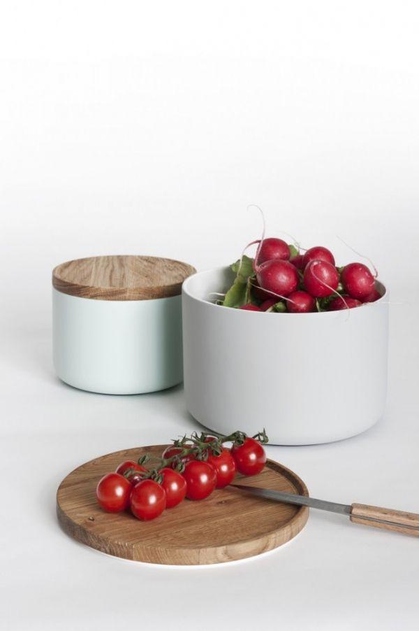 Wohnidee Küche Esstisch Eichenplatte Kochen Moritz Putzier Keramik Behälter Schneidebrett